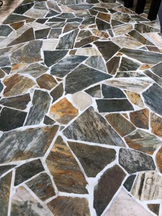 輝きを取り戻した庭屋の自然石
