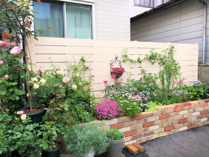 お花いっぱいの花壇