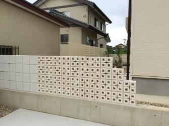 スクリーンブロックの壁